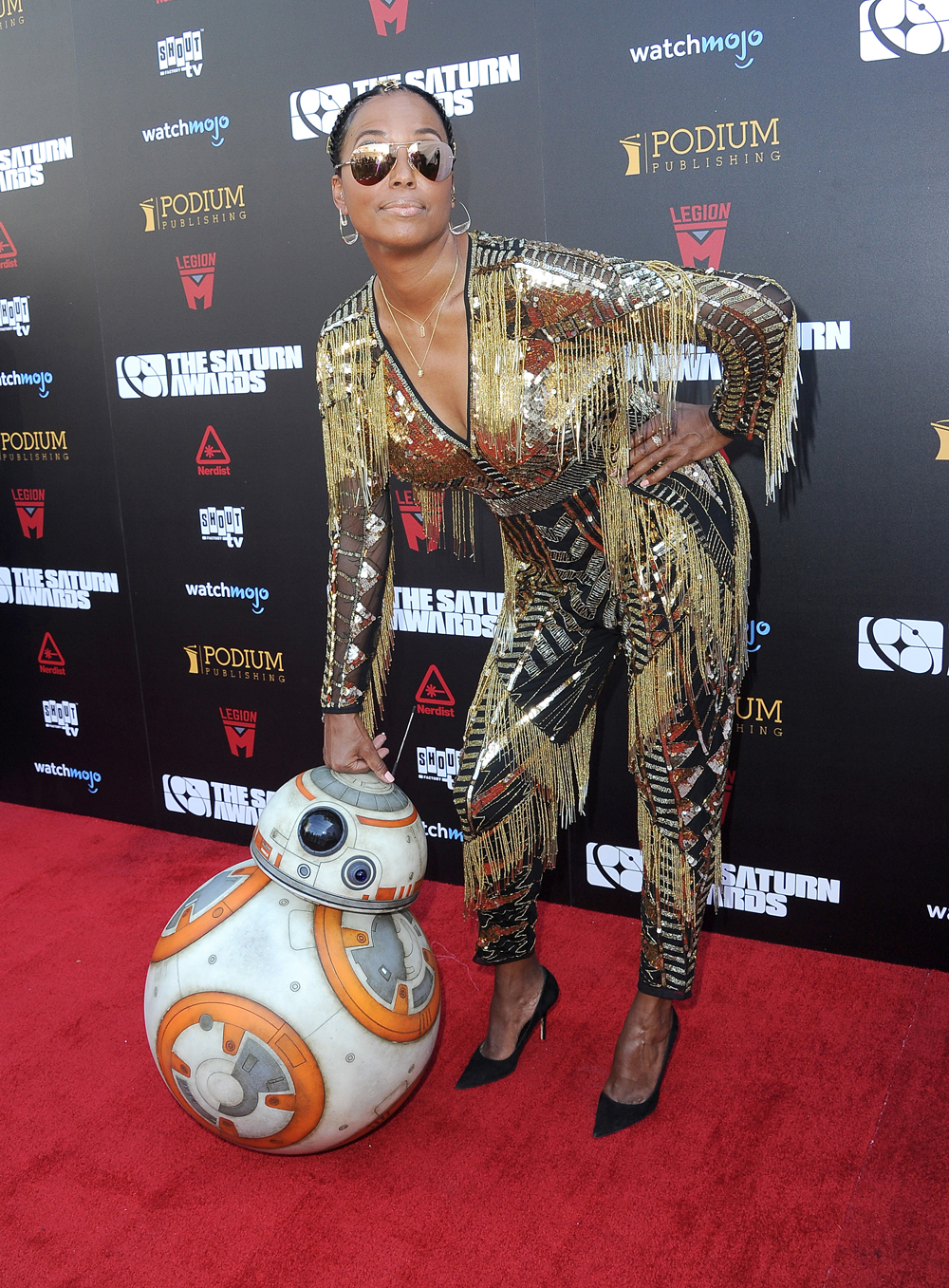 Host Aisha Tyler poses with BB-8 on the 45th Saturn Awards red carpet. [Photo: Albert L. Ortega/Getty Image]