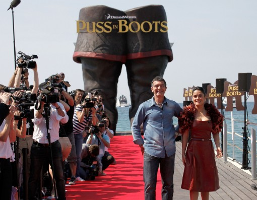 CANNES, FRANCE - MAY 11: Actor Antonio Banderas (L) and actress Salma Hayek attend the 'Puss in Boots' Photocall at Carlton Beach during the 64th Cannes Film Festival on May 11, 2011 in Cannes, France. (Photo by Lucian Capellaro/Getty Images)