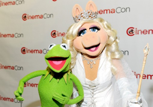 (L-R) Kermit the Frog and Miss Piggy attend the Walt Disney Studios 2012 Presentation Highlights at CinemaCon on April 24, 2012 in Las Vegas, Nevada. (Photo by Alberto E. Rodriguez/WireImage)