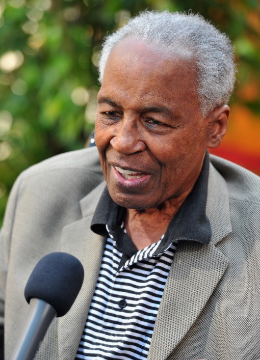 """HOLLYWOOD, CA - AUGUST 27:  Actor Robert Guillaume arrives at """"The Lion King"""" Los Angeles 3D Premiere at the El Capitan Theatre on August 27, 2011 in Hollywood, California.  (Photo by Alberto E. Rodriguez/WireImage)"""