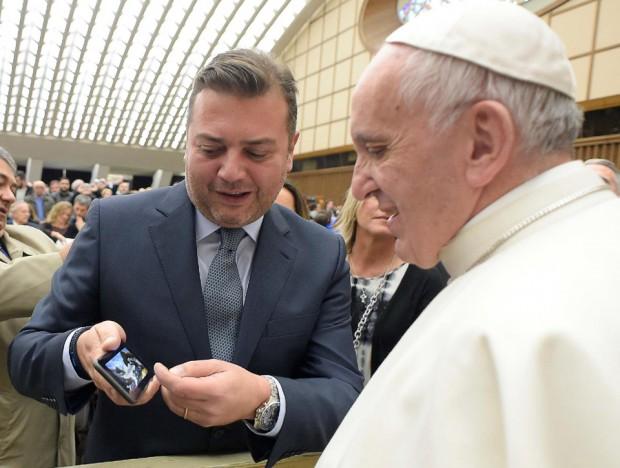 Imaginew Executive Producer & CEO Rui Pedro Oliveira presents 'Fatima' to Pope Francis