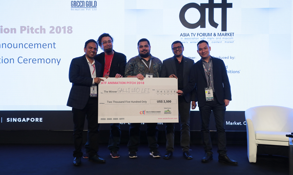 Daryl Wilson of PT Kumata Indonesia (center) with on-stage judges of the ATF Animation Pitch at the prize presentation ceremony