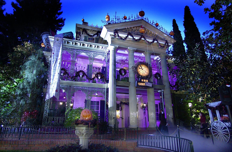 Disney announces 39 haunted mansion 39 special toon pilots for Hollywood beach resort haunted